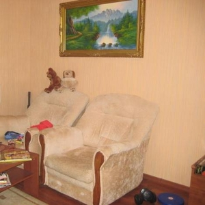 Продаю 2 светло-бежевых кресла кровати