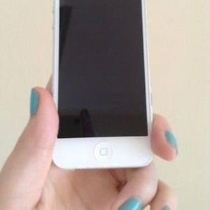 SKYPE: BAZAARPHONES APPLE IPHONE 5 16GB $260